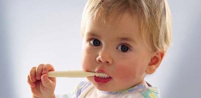 Дитячі зуби: чистимо правильно