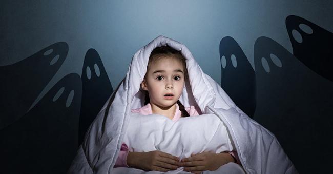 Дитина боїться залишатися сама в кімнаті