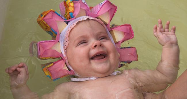Коли можна і як привильно купати новонароджену дитину