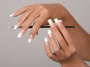 нарощування нігтів при вагітності