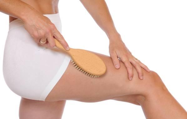Антицелюлітний масаж щіткою