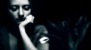 Депресія у жінок: причини, особливості, лікування