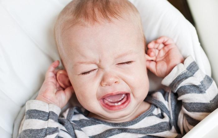 Чому болить вухо у дитини?