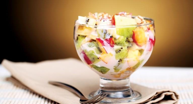 fruktovyii-salat-s-i-ogurtom
