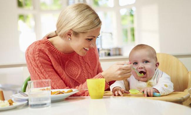 Перший прикорм при грудному годуванні