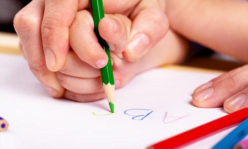Як самостійно навчити дитину писати