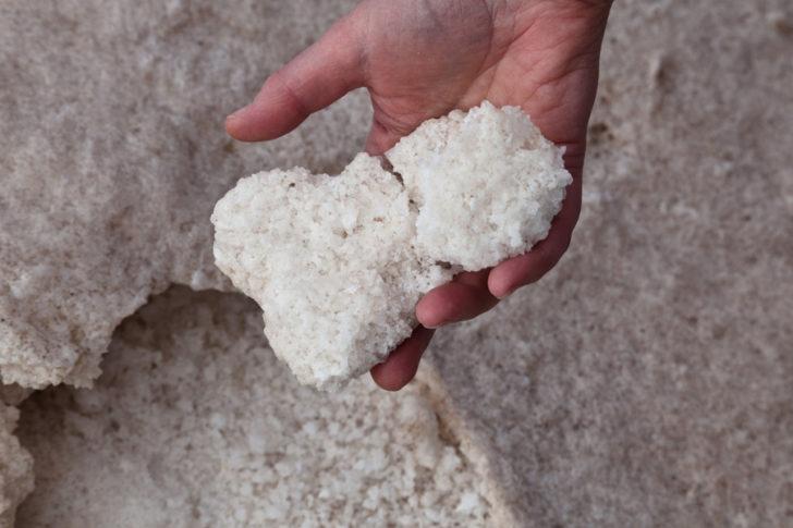 У природі бішофіт зустрічається у вигляді кристалів