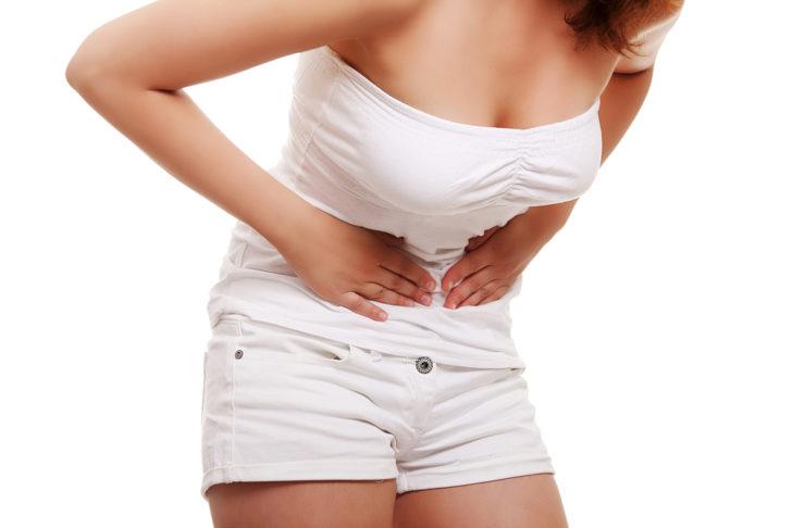 Кіста яєчника може протікати безсимптомно або викликати біль внизу живота