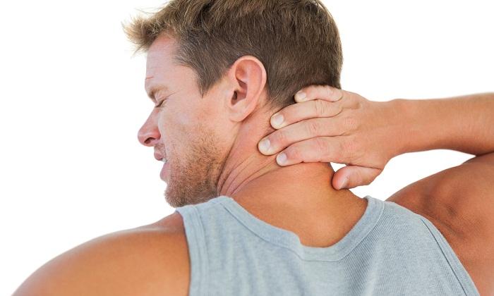 Різкі болі в шиї можуть бути ознакою радикулопатии