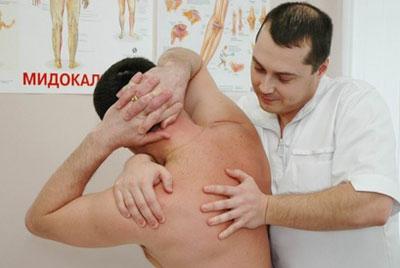 Тільки після огляду лікар може запідозрити у свого пацієнта наявність радикуліту шийної області