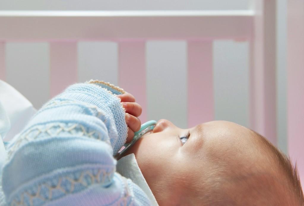 Часті нічні пробудження дитини: 15 основних причин