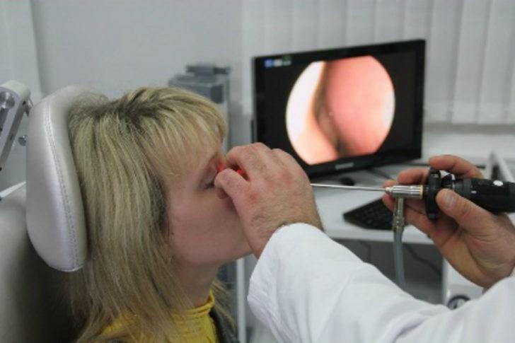 Дослідження пазух за допомогою спеціальної оптичної апаратури дозволяє виявити хворобу на ранніх етапах
