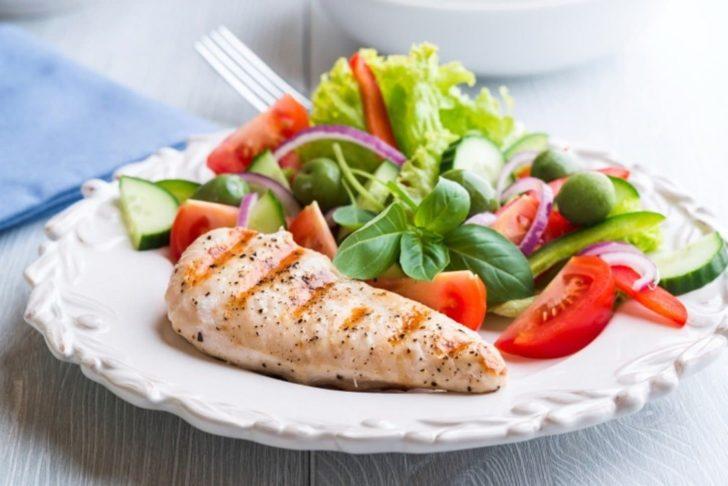 У харчуванні потерпілого від зубів собаки повинні переважати овочі, нежирне м'ясо, фрукти, морська риба