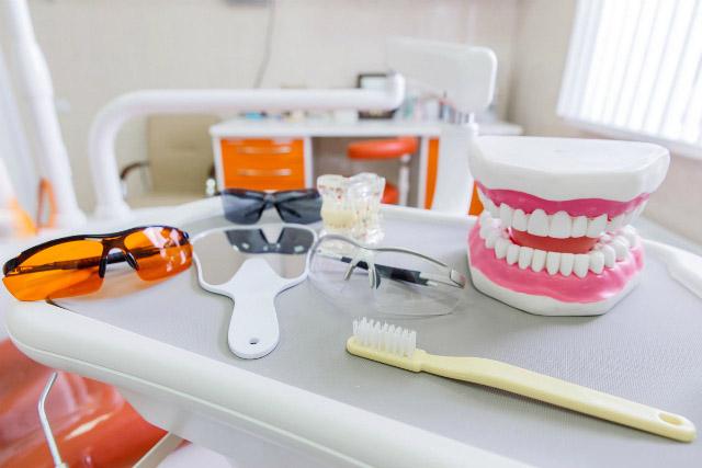 Відбілювання зубів - це навіть корисно. Стоматолог про нюанси процедури