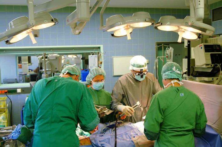 Операція по ушивання проводиться тільки в критичних випадках