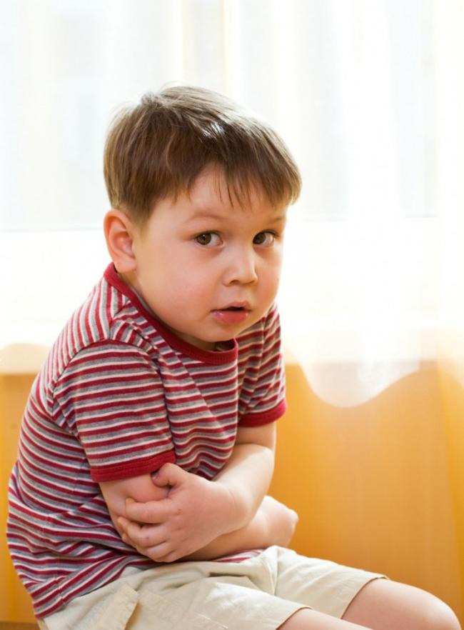 Частою причиною болю в животі у дітей є неправильне харчування