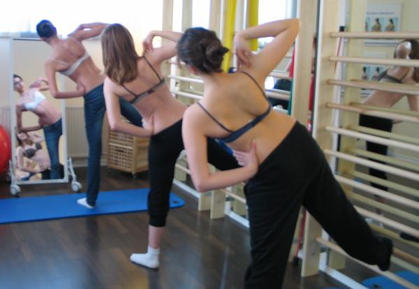 Лікувальна фізкультура призначається при багатьох патологіях опорно-рухового апарату, в тому числі при сколіозі