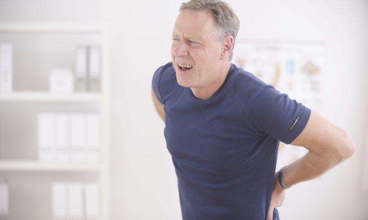 Болі в області попереку свідчать про хвороби ниркової тканини лікування патології