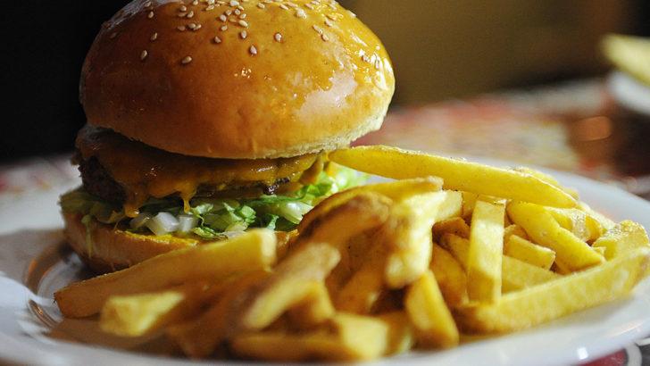 Швидка їжа уповільнює обмін речовин