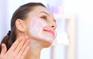 Маски для обличчя та шиї - кращий спосіб боротьби зі старінням. Дієві рецепти масок для обличчя та шиї і правила їх нанесення