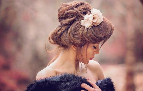 Популярні зачіски для дівчат на довге волосся в 2018 році. Як зробити зачіску дівчині з довгим волоссям самостійно?