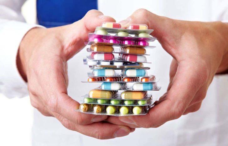До застосування жарознижуючих препаратів при пієлонефриті потрібно підходити з обережністю, оскільки деякі з них можуть негативно впливати на нирки