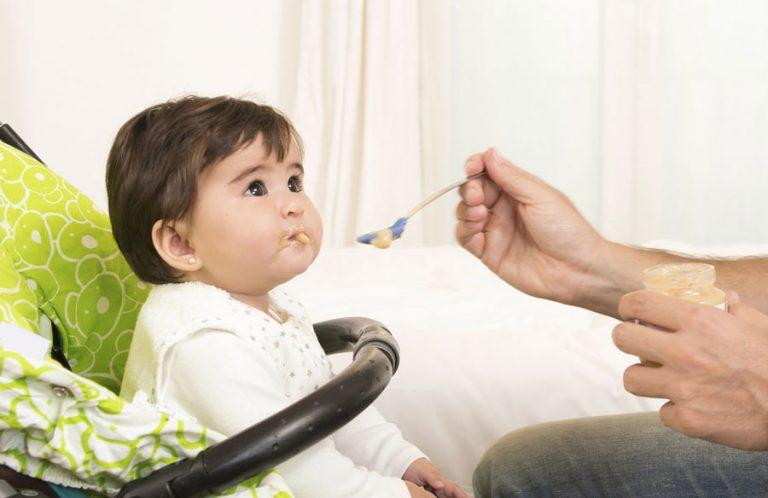 Дитина не хоче їсти. Як нагодувати дитину після року?