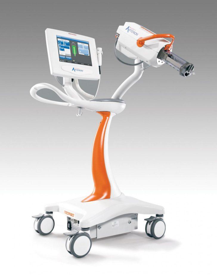 При МРТ контраст вводиться автоматично спеціальним пристроєм