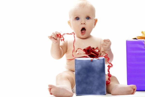 Заздалегідь обговоріть варіанти подарунків: запрошених ви позбавите від труднощів вибору, а себе - від безлічі непотрібних дитині речей