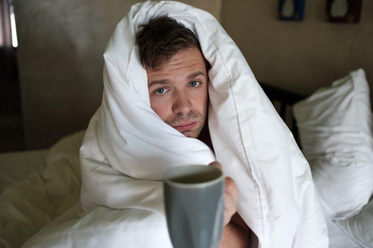 Медики називають сухий кашель непродуктивним, оскільки він не сприяє очищенню дихальних шляхів