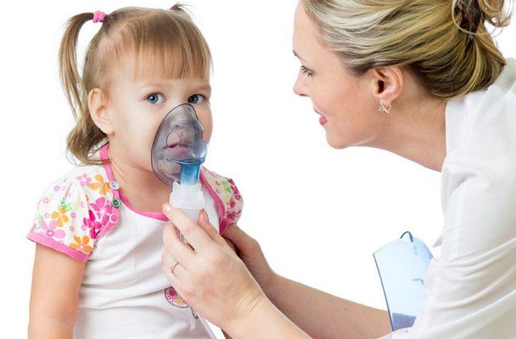 Парові інгаляції заборонені у дітей молодше 4 років через високу ймовірність розвитку бронхоспазму, для лікування кашлю краще використовувати небулайзер