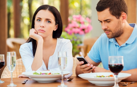 Знайшла любовне листування чоловіка з жінкою: що робити !? 5 можливих стратегій поведінки