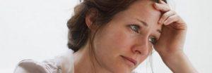 Рожеві виділення у жінок: чому з'являються і як з ними боротися
