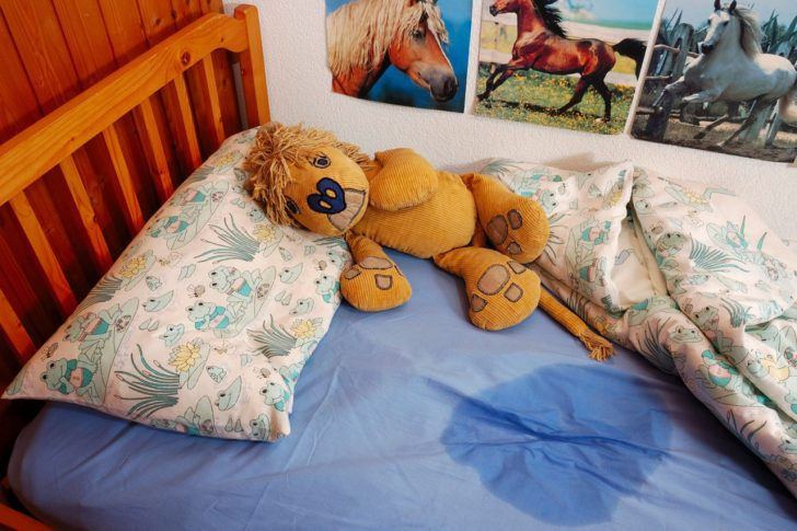 Первинним вважається енурез, спостерігається у дитини, рідше патологія вперше з'являється в дорослому віці