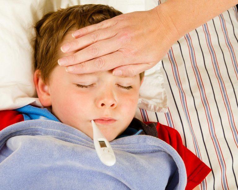 Висока температура у дитини: збивати і лікувати