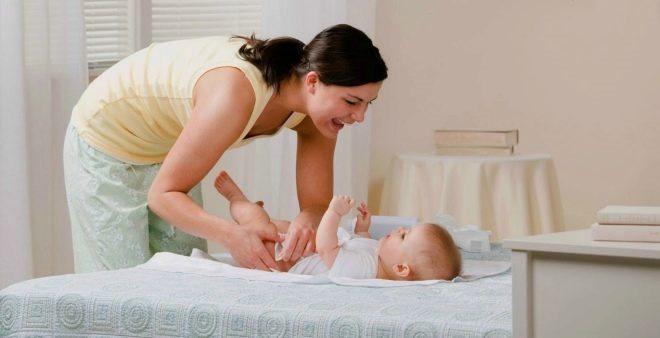 Як змінити дитині підгузник? Детальна інструкція, корисні поради.