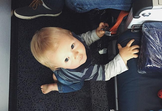 Переліт з дитиною: як пережити його з найменшими втратами