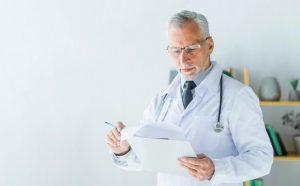 Клімакс у чоловіків: причини, ознаки та методи лікування